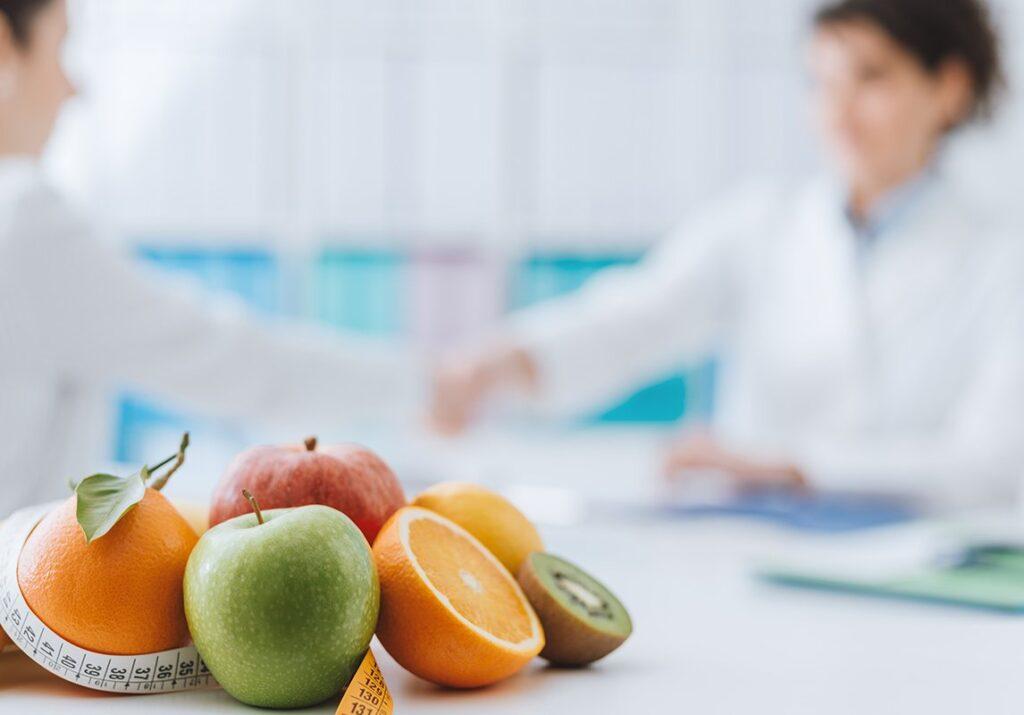 أداور أخصائي التغذية العلاجية
